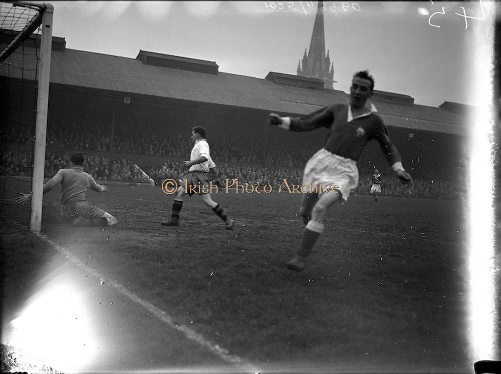 11/04/1956<br /> 04/11/1956<br /> 11 April 1956<br /> Soccer: Cork Athletic v Waterford FC F.A.I. Cup semi-final replay at Dalymount Park, Dublin.