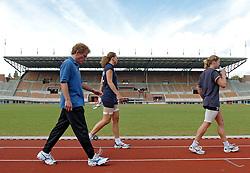 22-06-2004 VOLLEYBAL: TRAINING VOLLEYBAL DAMES: AMSTERDAM<br /> Training Dames in het Olympisch Stadion - Titia Sustring, Avital Selinger en Elke Wijnhoven<br /> ©2004-www.fotohoogendoorn.nl