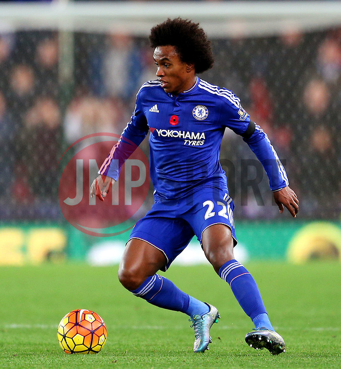 Willian of Chelsea  - Mandatory byline: Matt McNulty/JMP - 07966 386802 - 07/11/2015 - FOOTBALL - Britannia Stadium - Stoke-On-Trent, England - Stoke City v Chelsea - Barclays Premier League