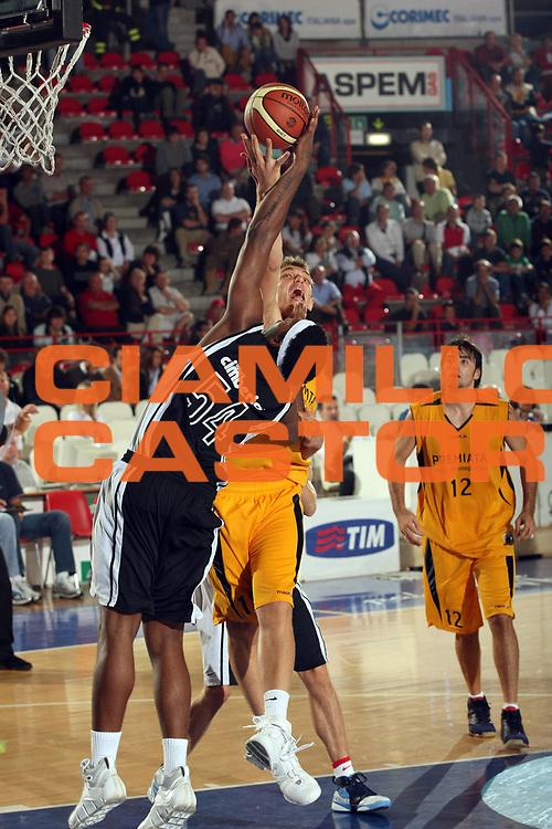 DESCRIZIONE : Varese Lega A1 2007-08 Amichevole Cimberio Varese Premiata Montegranaro<br /> GIOCATORE : Marcus Melvin Luca Lechthaler<br /> SQUADRA : Cimberio Varese Premiata Montegranaro<br /> EVENTO : Campionato Lega A1 2007-2008<br /> GARA : Cimberio Varese Premiata Montegranaro<br /> DATA : 23/09/2007<br /> CATEGORIA : Rimbalzo<br /> SPORT : Pallacanestro<br /> AUTORE : Agenzia Ciamillo-Castoria/G.Cottini