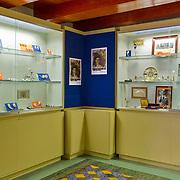 In het Amsterdam Pipe Museum (voorheen Pijpenkabinet) aan de Prinsengracht te Amsterdam, wordt van 3 april tot en met 15 juni 2013 de tentoonstelling '200 jaar Koninkrijk, Oranje en de pijpenmakerij' gehouden. Het belicht de relatie van de Oranjes met de vaderlandse pijpenmakerij. Portretten op pijpen, souvenirs en uniek fotomateriaal wordt getoond ter gelegenheid van de abdicatie van koningin Beatrix.  Op de foto: het gedeelte met de Koninklijke Pijpen.