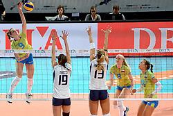 27-09-2015 NED: Volleyball European Championship Slovenie - Italie, Apeldoorn<br /> Italie wint met 3-0 van Slovenie / Iza Mlakar<br /> Photo by Ronald Hoogendoorn / Sportida