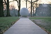 Concrete structure with round ornament