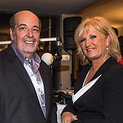 NLD/Laren/20140512 - Anita Meijer ontvangt de Radio 5 Nostalgia Ouevreprijs , Hans Vermeulen en Anita Meijer