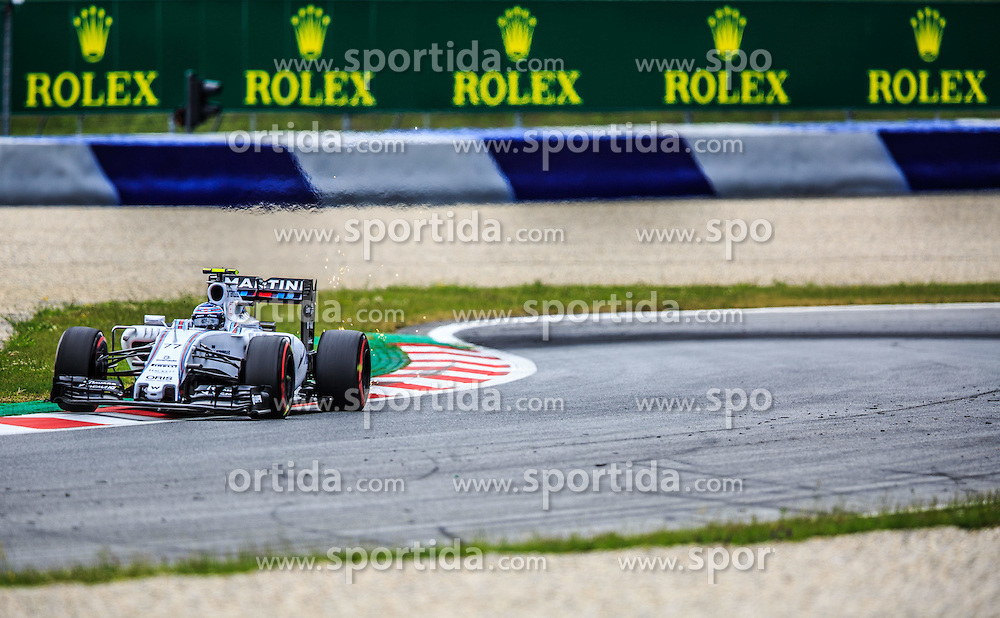 19.06.2015, Red Bull Ring, Spielberg, AUT, FIA, Formel 1, Grosser Preis von Österreich, Training, im Bild Valtteri Bottas, (FIN, Williams Martini Racing) // during the Practice of the Austrian Formula One Grand Prix at the Red Bull Ring in Spielberg, Austria, 2015/06/19, EXPA Pictures © 2015, PhotoCredit: EXPA/ Dominik Angerer