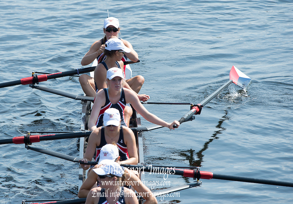Hamburg. GERMANY. No 3. using No. 2's blade to straighten USA JW8+. boat on the start pontoon.  USA JW8+. Friday, Morning Quarter Finals at the 2014 FISA Junior World rowing. Championships.  12:46:13  Friday  08/08/2014  [Mandatory Credit; Peter Spurrier/Intersport-images]