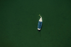 THEMENBILD - ein Segelboot liegt am Zeller See vor Anker, aufgenommen am 20. April 2019 in Zell am See, Oesterreich // a Sailboat anchored at the Zeller lake in Zell am See, Austria on 2019/04/20. EXPA Pictures © 2019, PhotoCredit: EXPA/ JFK