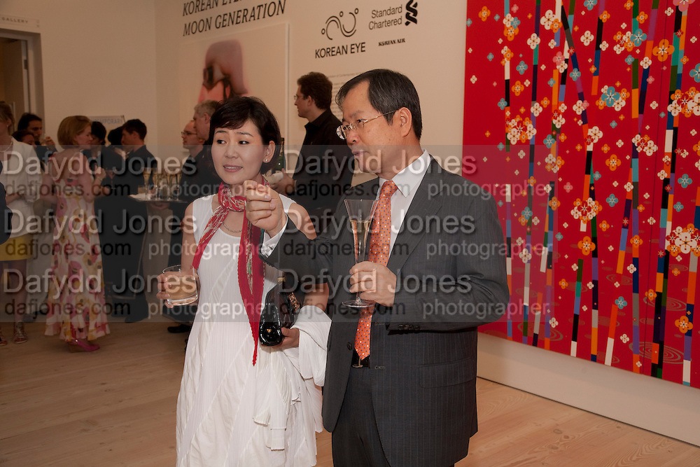 JI YOON; THE KOREAN AMBASSADOR, Korean Eye Dinner  hosted by The Dowager Viscountess Rothermere and Simon De Pury.Sponsored by CJ, Korean Food Globalization Team, Hino Consulting and Visit Korea Committee. Phillips de Pury Space, Saatchi Gallery.  Sloane Sq. London. 2 July 2009.