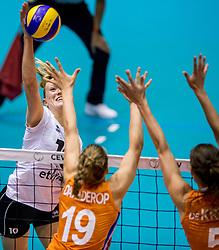 23-08-2017 NED: World Qualifications Belgium - Netherlands, Rotterdam<br /> De Nederlandse volleybalsters hebben op het WK-kwalificatietoernooi ook hun tweede duel in winst omgezet. Oranje overklaste Belgi&euml; en won met 3-0 (25-18, 25-18, 25-22). Eerder werd Griekenland ook al met 3-0 verslagen / Lise Van Hecke #10 of Belgium, Nika Daalderop #19 of Netherlands