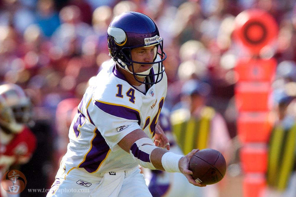Nov 5, 2006 San Francisco, CA, USA: Minnesota Vikings quarterback Brad Johnson (14) prepares to the hand the football off during the second quarter against the San Francisco 49ers at Monster Park. The 49ers defeated the Vikings 9-3.