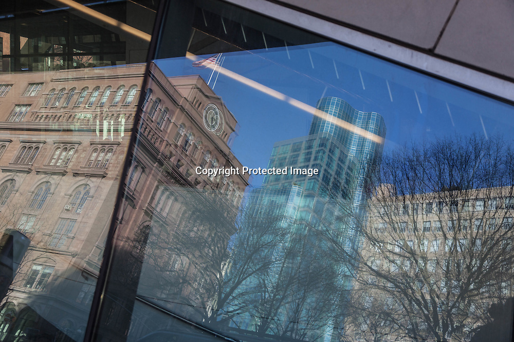 New York , Academic Building for Cooper Union by thom Mayne; . reflet sur le Cooper union academic building