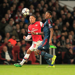 19.02.2014, Emirates Stadion, London, ENG, UEFA CL, FC Arsenal vs FC Bayern Muenchen, Achtelfinale, im Bild David Alaba (FC Bayern Muenchen #27) im Laufduell gegen Alex Oxlade-Chamberlain (Arsenal FC #15), Aktion, Action // during the UEFA Champions League Round of 16 match between FC Arsenal and FC Bayern Munich at the Emirates Stadion in London, Great Britain on 2014/02/19. EXPA Pictures © 2014, PhotoCredit: EXPA/ Eibner-Pressefoto/ Schueler<br /> <br /> *****ATTENTION - OUT of GER*****