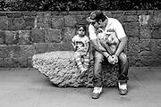 Javier Calvelo/ MEXICO/ MEXICO DF/ Viaje a Los Estados Unidos de Mexico. todo empezo con un desayuno genial bien mexicano en la pension donde paramos. Luego fui al Parque Mexico una plaza un tanto descuidada donde la gente viena a pasear a sus perros. Voy luego al parque de Chapultepec, enorme. Alli conoci a un hombre llamado Alejandro Ferreira. Termine el dia junto a Pablo Navajas, fotografo Uruguayo, lo espere en av Insurgentes y Obregon y fuimos a tomar mezcal a un boliche La Nacional y luego a por unos tacos. <br /> En la foto:  Foto: Javier Calvelo / <br /> 20140430  dia miercoles