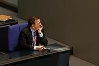 09 SEP 2003, BERLIN/GERMANY:<br /> Gerhard Schroeder, SPD, Bundeskanzler, in einem Sonnenstrahl, Bundestagsdebatte zum Haushaltsgesetz 2004, Plenum, Deutscher Bundestag<br /> IMAGE: 20030909-01-034<br /> KEYWORDS: Gerhard Schröder, Sonne