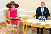 Staatsbezoek van Koning Willem Alexander Koningin Máxima aan de Republiek Polen.<br /> <br /> State visit of King Willem Alexander Queen Máxima of the Republic of Poland.<br /> <br /> Op de foto / On the photo: <br /> <br />   (VLNR) Koningin Maxima, koning Willem-Alexander, president Bronislaw Komorowski en zijn echtgenote Anna tijdens de audientie op het Presidentieel Paleis <br /> <br /> (LEFT) Queen Maxima, King Willem-Alexander, President Bronislaw Komorowski and his wife Anna in the audience at the Presidential Palace