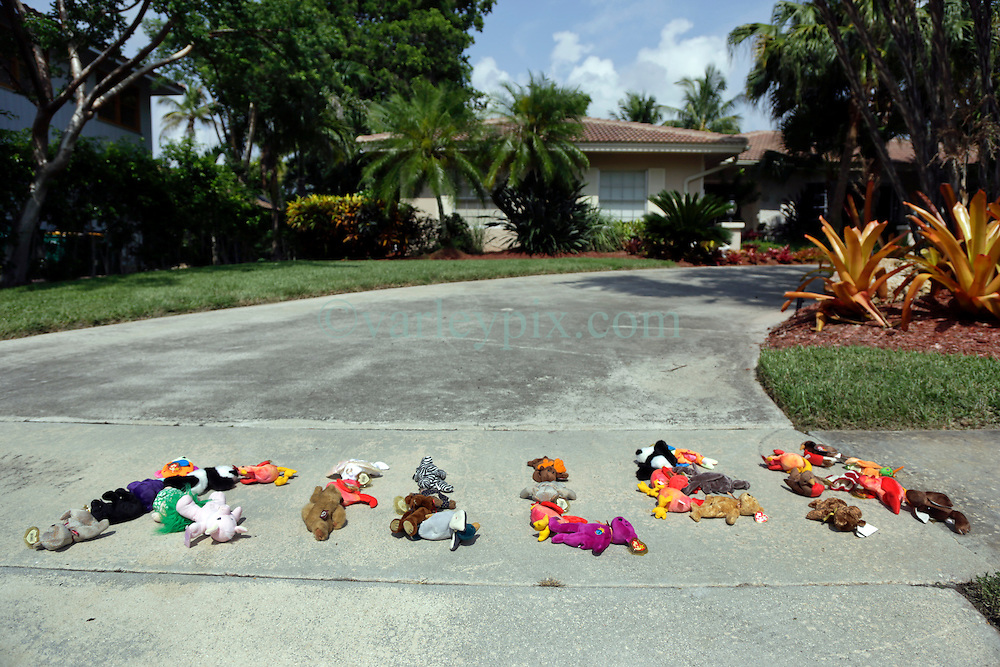 31 July 2015. Marco Island, Florida.<br /> Protesters Edmar Amaya (an animal rights attorney), Gianna Solarte (a dentist) and Daniella Melo (a vet) left stuffed animals spelling out the word 'KILLER' outside the deserted Florida home of Dr Walter Palmer. Palmer is the Minnesota dentist who allegedly killed Cecil the lion in Zimbabwe. Dr Palmer has gone to ground since the story broke, taking him from hunter to hunted.<br /> Photo; Charlie Varley/varleypix.com