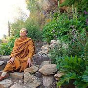 Luang Pu Nenkham Chattigo et Vénérable vénérable Nyanadharo MahaThéra, promu Phra Khru Bhavanna Voradham Vidhésa  Moines de la Forêt