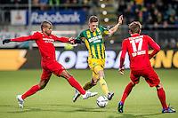 DEN HAAG - ADO Den Haag - FC Twente , Voetbal , Seizoen 2015/2016 , Eredivisie , Kyocera Stadion , 04-03-2016 , ADO Den Haag speler Kevin Jansen (m) in duel met FC Twente speler Chinedu Ede (l) en FC Twente speler Hidde ter Avest (r)