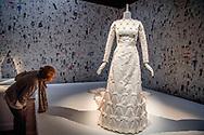 ROTTERDAM - Prinses Mabel haar trouwjurk tijdens de opening van de jubileumtentoonstelling Viktor&amp;Rolf: fashion Artists 25 Years in de Kunsthal. De overzichtstentoonstelling is samengesteld ter gelegenheid van het vijfentwintigjarig jubileum van het modehuis Viktor&amp;Rolf. <br /> <br /> ROTTERDAM - the wedding dress of prinses Mabel and prince Friso at the exhibition of Victor and Rolf in thye Kunsthal in Rotterdam ROBIN UTRECHT