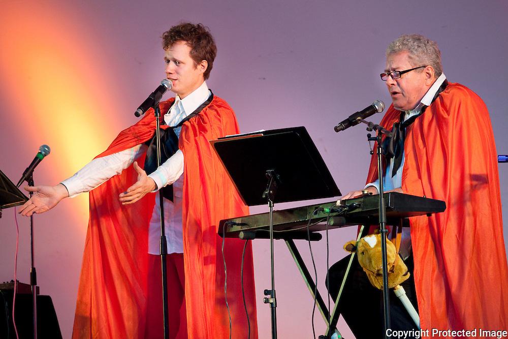 370938-zanger Stijn geeft show rond sinterklaasliedjes in CC Den Boomgaard Broechem