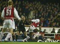 Fotball<br /> Carling Cup England<br /> 02.12.2003<br /> Arsenal v Wolverhampton<br /> Foto: Anders Hoven Digitalsport<br /> <br /> Alex Rae - Wolves<br /> Patrick Vieira - Arsenal