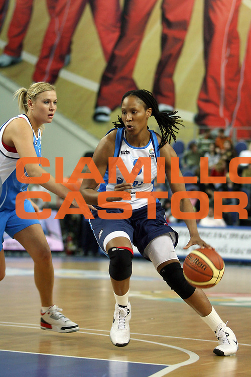 DESCRIZIONE : Mosca Moscow Region Euroleague Women All Star Game 2008<br /> GIOCATORE : Chamique Holdsclaw<br /> SQUADRA : Europe Rest of the World<br /> EVENTO : Fiba Europe Euroleague Women All Star Game 2008<br /> GARA : Europe Rest of the World<br /> DATA : 13/03/2008 <br /> CATEGORIA : palleggio<br /> SPORT : Pallacanestro<br /> AUTORE : Agenzia Ciamillo-Castoria/E.Castoria<br /> Galleria : Fiba Europe 2007-2008<br /> Fotonotizia :  Mosca Moscow Region Euroleague Women All Star Game 2008<br /> Predefinita :