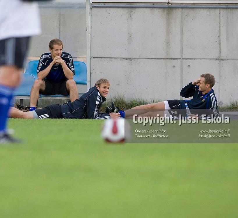 Vasemmalta: Petri Pasanen, Jussi Jääskeläinen, Jonatan Johansson. A-maajoukkueen harjoitukset, Helsinki 19.8.2007. Photo: Jussi Eskola