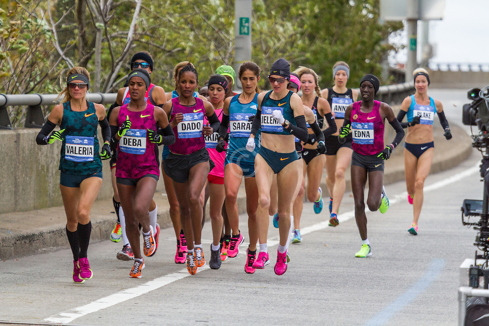 NYC Marathon, Valeria Straneo leads early