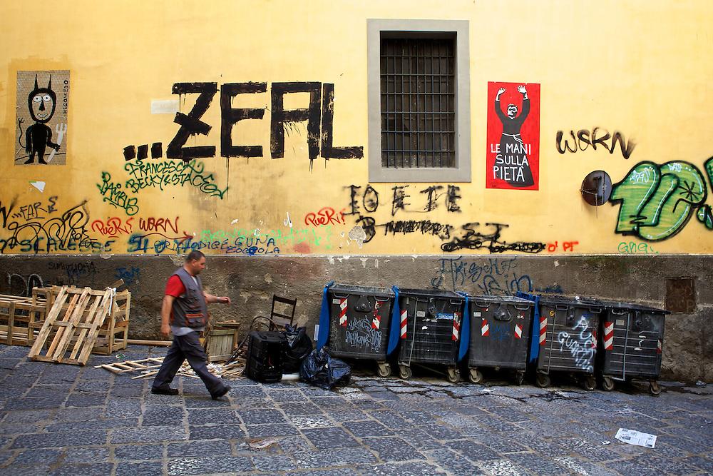 Street of Napoli, Italia. Une rue de Naples, Italie.