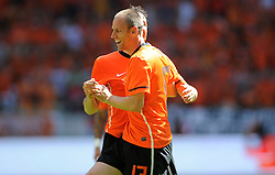 05-06-2010 VOETBAL: NEDERLAND - HONGARIJE: AMSTERDAM<br /> Nederland wint met 6-1 van Hongarije / Mark van Bommel scoort de 4-1 en veiert dit met Andre Ooijer<br /> ©2010-WWW.FOTOHOOGENDOORN.NL