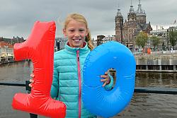 20-09-2015 NED: BvdGF loopt 10e Dam tot Damloop, Amsterdam<br /> De Bas van de Goor Foundation loopt vanaf het begin van haar bestaan mee met de Dam tot Damloop. Vandaag starten 50 lopers aan de 10de editie van de Bas van de Goor Foundation / Maren van de Goor