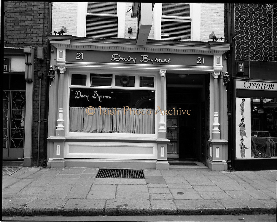 01/07/1969<br /> 07/01/1969<br /> 01 July 1969<br /> Pubs in and about Dublin.<br /> Davy Byrnes, 21 Duke St, Dublin, Co. Dublin City.