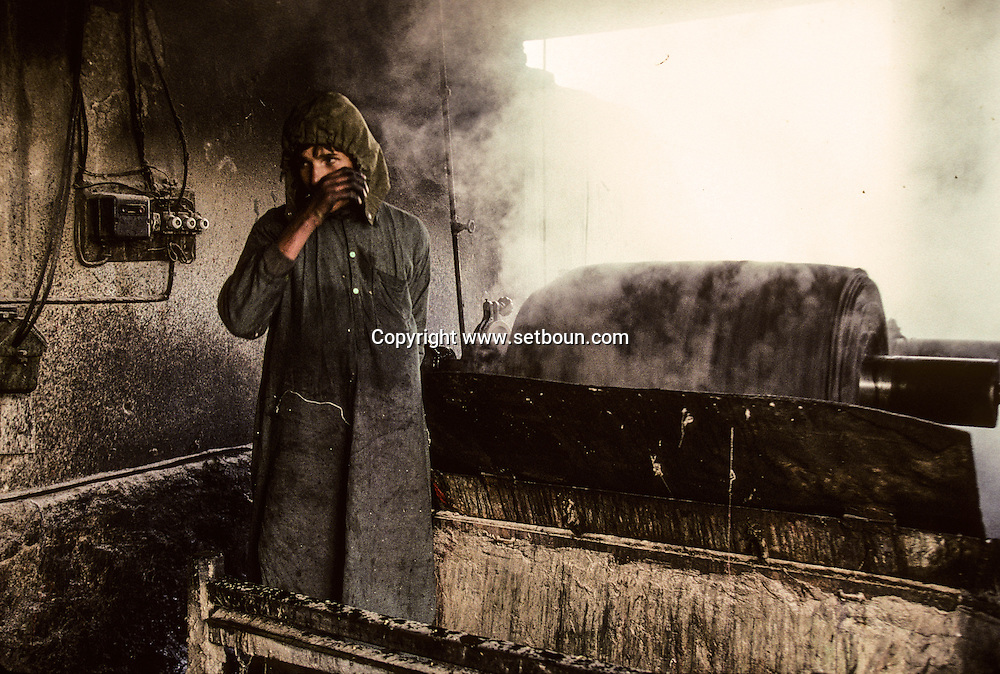 Afghanistan. traditional dyeing factory /  teinturerie  /  L0007508