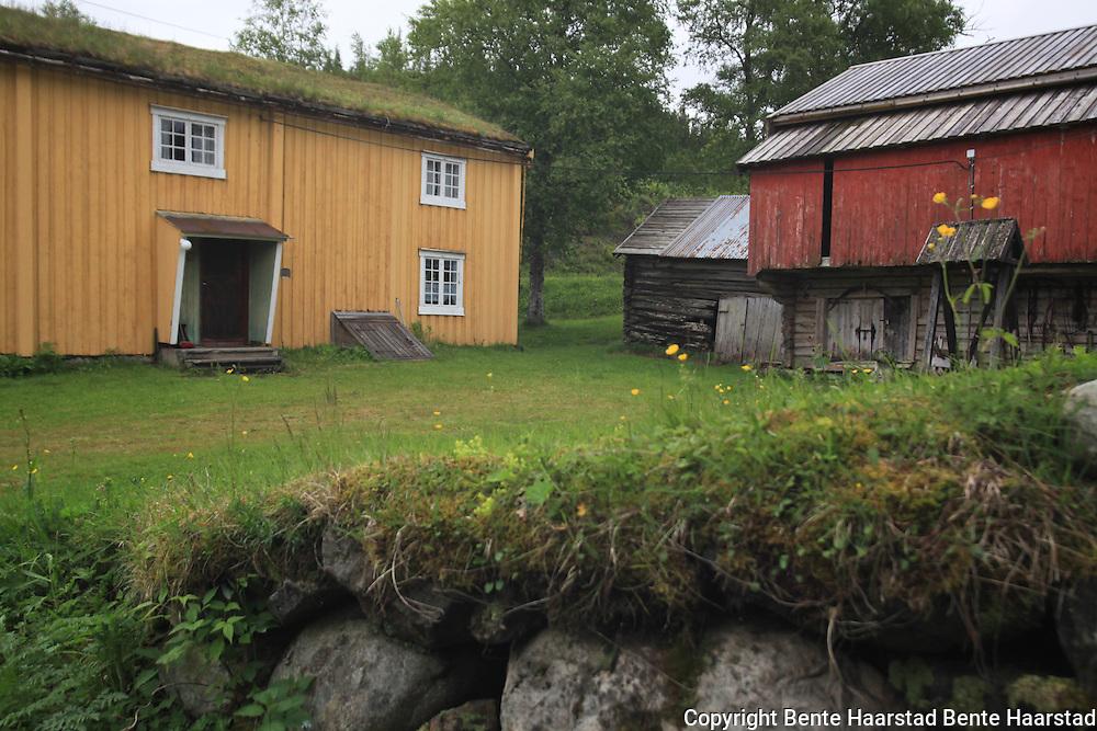 Rolset gård representerer lokal byggeskikk, boforhold og driftsmåter tilbake til 1800-tallet.