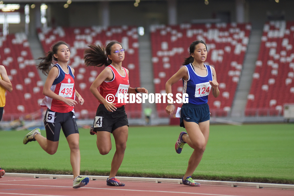 National Stadium, Friday, May 28, 2017 — Nan Hua High School captain Phoebe Tay narrowly held off the challenge of Amanda Wong from CHIJ (Toa Payoh) to finally strike gold at the 58th National Schools Track and Field Championships in the B girls 800 metres. Story: https://www.redsports.sg/2017/05/01/ab-girls-800m-nan-hua-phoebe-tay-hwa-chong-arissa-rashid/