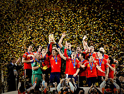 11-07-2010 VOETBAL: FIFA WK FINALE NEDERLAND - SPANJE: JOHANNESBURG<br /> Spanische Nationalmannschaft stemmt den WM Pokal in den Nachthimmel von Johannesburg<br /> EXPA Pictures © 2010 EXPA/ InsideFoto/ Perottino - ©2010-WWW.FOTOHOOGENDOORN.NL<br /> *** ATTENTION *** FOR NETHERLANDS USE ONLY!