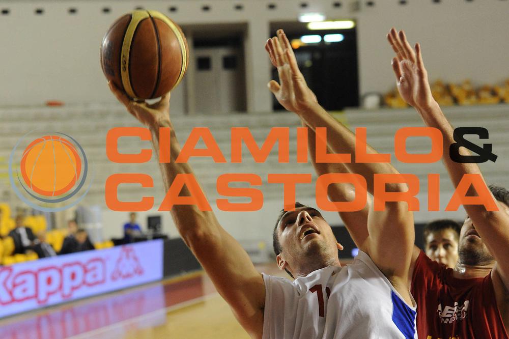 DESCRIZIONE : Roma Lega A 2011-2012 Allenamento Virtus Roma<br /> GIOCATORE : Andrea Crosariol<br /> CATEGORIA : tiro penetrazione<br /> SQUADRA : Virtus Roma<br /> EVENTO : Campionato Lega A 2011-2012<br /> GARA : Virtus Roma<br /> DATA : 05/10/2011<br /> SPORT : Pallacanestro<br /> AUTORE : Agenzia Ciamillo-Castoria/GiulioCiamillo<br /> GALLERIA : Lega Basket A 2011-2012<br /> FOTONOTIZIA : Roma Lega A 2011-2012 Roma Lega A 2011-2012 Allenamento Virtus Roma<br /> PREDEFINITA: