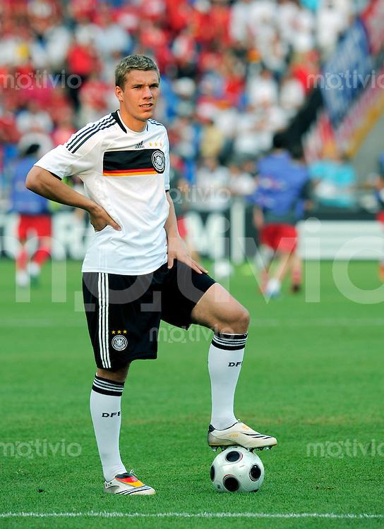 FUSSBALL EUROPAMEISTERSCHAFT 2008  Halbfinale Deutschland - Tuerkei    25.06.2008 Lukas PODOLSKI (GER) waehrend des Aufwaermens vor Spielbeginn.