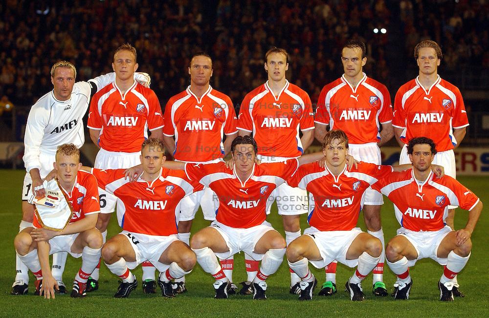 18-10-2001 VOETBAL: UEFA CUP FC UTRECHT - PARMA: UTRECHT<br /> Utrecht verliest met 3-1 van Parma / oa. Harald wapernaar, Stefan Tanghe, Igot Glusevic, Dirk Kuyt, Jean Paul de Jong, Patrick Zwaanswijk, Pascal Bosschaart, Stijn Vreven<br /> &copy;2001-WWW.FOTOHOOGENDOORN.NL