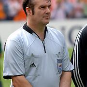 NLD/Rotterdam/20060604 - Vriendschappelijke wedstrijd Nederland - Australie, grensrechter Dave Bryan