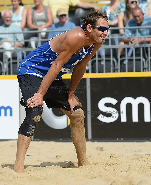 17-07-2014 NED: FIVB Grand Slam Beach Volleybal, Apeldoorn<br /> Poule fase groep A mannen - Reinder Nummerdor (1) NED