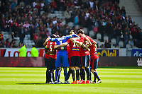 Groupe Lille - une minute de silence pour Chloe - 19.04.2015 - Lille / Bordeaux - 33eme journee de Ligue 1<br />Photo : Dave Winter / Icon Sport