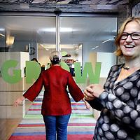 Nederland, Den Haag , 24 september 2013.<br /> Nita Wink (pWC) en Farah Karimi (Directrice Oxfam Novib)<br /> Foto:Jean-Pierre Jans
