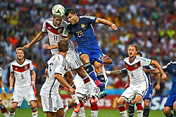 13.07.2014, Maracana, Rio de Janeiro, BRA, FIFA WM, Deutschland vs Argentinien, Finale, im Bild vl.: Miroslav Klose (GER) im Kopfballduell mit Sergio Agueero (ARG) // during Final match between Germany and Argentina of the FIFA Worldcup Brazil 2014 at the Maracana in Rio de Janeiro, Brazil on 2014/07/13. EXPA Pictures © 2014, PhotoCredit: EXPA/ Eibner-Pressefoto/ Cezaro<br /> <br /> *****ATTENTION - OUT of GER*****