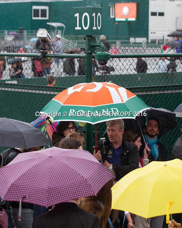 French Open 2016 Feature, Schlechtes Wetter in Roland Garros,Regen,<br /> <br /> Tennis - French Open 2016 - Grand Slam ATP / WTA -  Roland Garros - Paris -  - France  - 22 May 2016.