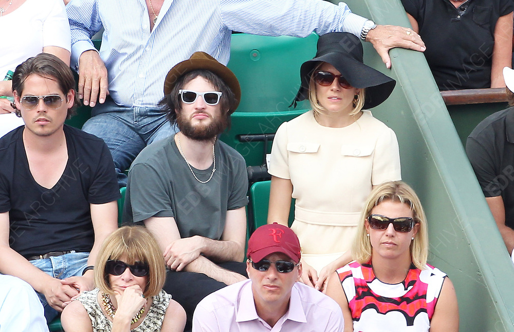 05.JUNE.2011. PARIS<br /> <br /> ANNA WINTOUR, SIENNA MILLER AND TOM STURRIDGE AT THE TENNIS FRENCH OPEN 2011 MENS FINAL AT ROLAND GARROS, PARIS.<br /> <br /> BYLINE: EDBIMAGEARCHIVE.COM<br /> <br /> *THIS IMAGE IS STRICTLY FOR UK NEWSPAPERS AND MAGAZINES ONLY*<br /> *FOR WORLD WIDE SALES AND WEB USE PLEASE CONTACT EDBIMAGEARCHIVE - 0208 954 5968*