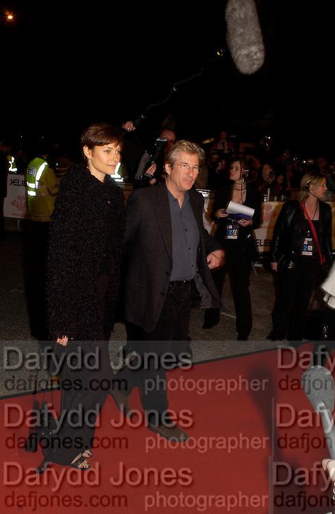 Carey Lowell and Richard Gere, Fashion Rocks in aid of the Princes trust, royal albert Hall, 15  october 2003.   © Copyright Photograph by Dafydd Jones 66 Stockwell Park Rd. London SW9 0DA Tel 020 7733 0108 www.dafjones.com