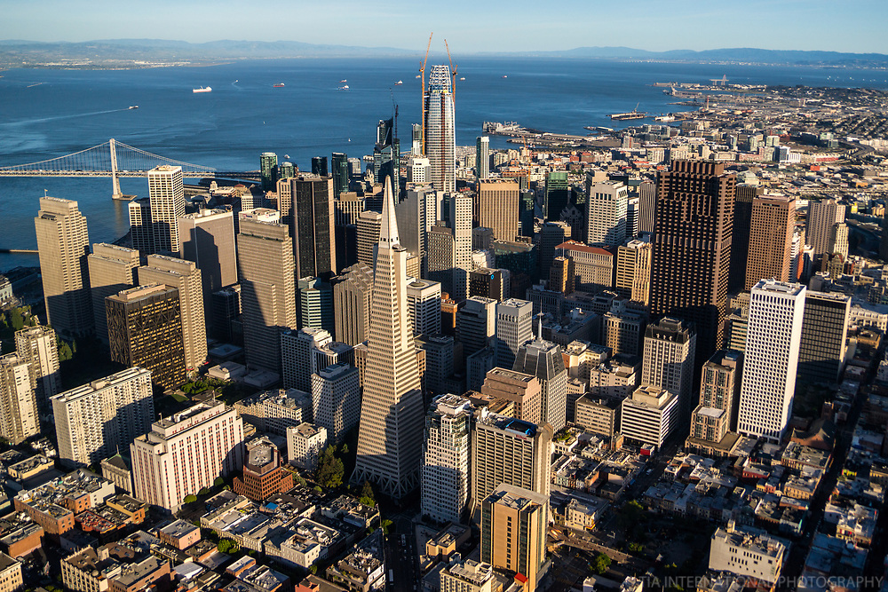 Downtown SF featuring Transamerica Pyramid