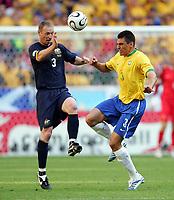 v.l. Craig Moore, Lucio Brasilien<br /> Fussball WM 2006 Brasilien - Australien<br /> Brasil - Australia<br /> Norway only