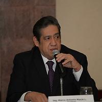 Metepec, México.- Marco Antonio Macín, presidente de México es Nuestro Compromiso A. C. durante una conferencia de prensa de empresarios de diversas asociaciones y cámaras de comercio en donde dieron a conocer su postura y preocupación con respecto a las próximas elecciones, exigiendo se lleven a cabo de manera transparente.  Agencia MVT / Crisanta Espinosa